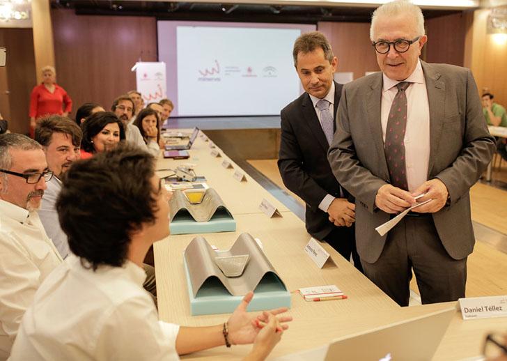 Encuentro del Consejero de Empleo, Empresa y Comercio de Andalucía con los autores de los 19 proyectos seleccionados en el Programa Minerva
