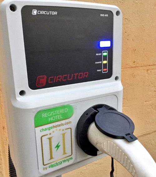 Circutor participa en la vuelta al mundo con vehículos eléctricos. Punto de recarga para vehículo eléctrico de Circutor
