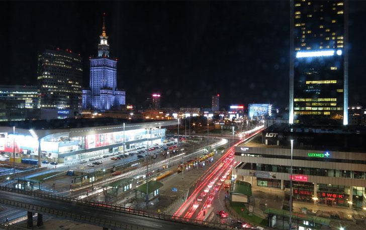 Convocatoria para proyectos Smart City de empresas y ayuntamientos. Vista nocturna de una ciudad