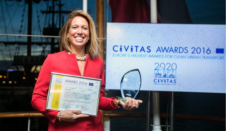 La edil de Movilidad de Málaga, Elvira Maeso, recogió el premio CIVITAS Ciudad del año en materia de movilidad urbana sostenible