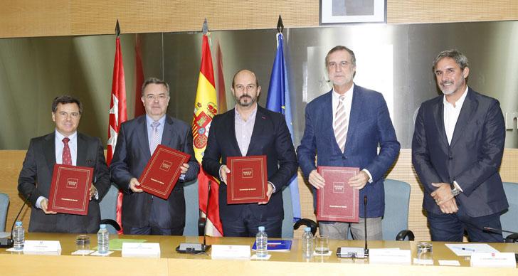 Firmantes del convenio por el que se convoca el Concurso de ideas sobre Accesibilidad y Movilidad sostenible en la Ciudad Universitaria