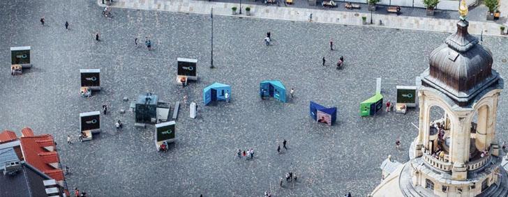 'Árboles urbanos' inteligentes para reducir la contaminación del aire. Vista aérea de la ciudad de Dresden con los CityTree