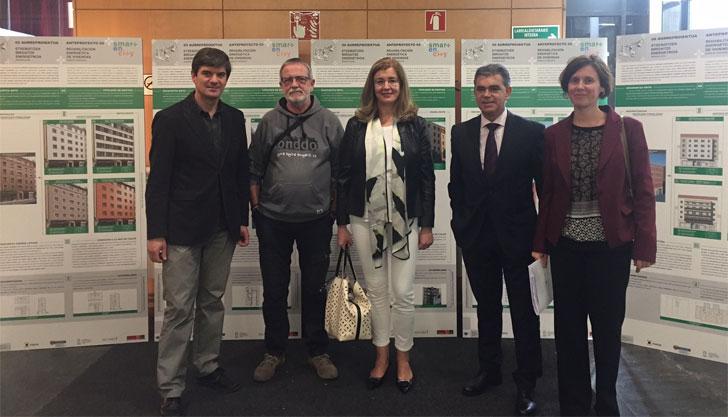 Representantes del proyecto de regeneración urbana de Coronación en la exposición de los proyectos
