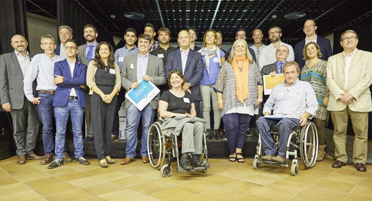Foto de familia de los premiados en el concurso 'Apps para todos'