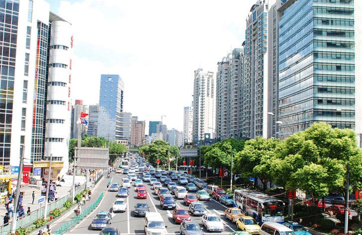 La COP22 ha resaltado el papel de las ciudades para el cumplimiento del Acuerdo de París. Ciudad con alto tráfico de vehículos.