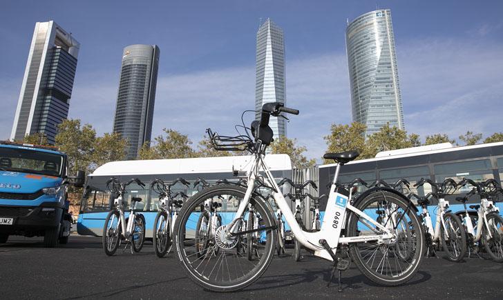 Estación de BiciMAD con bicicletas eléctricas de uso público