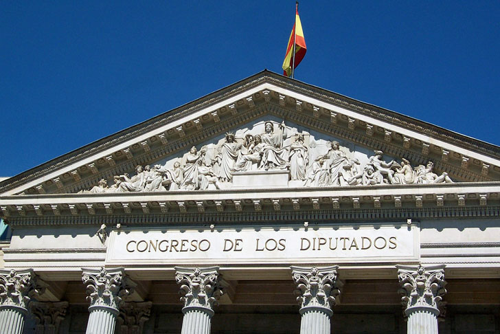 Fachada del Congreso de los Diputados donde se debe aprobar los nuevos Proyectos de Ley sobre contratación pública como herramienta de políticas mediombientales y de I+D