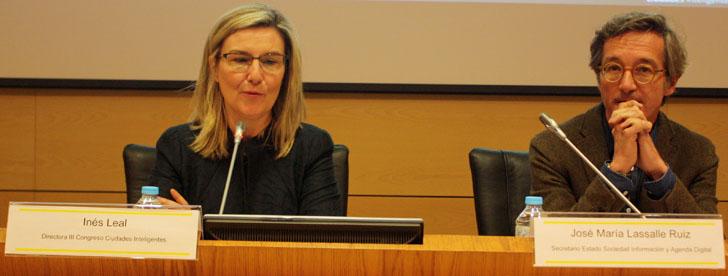 El secretario de Estado José Mª Lassalle y la directora del III Congreso Ciudades Inteligentes durante la presentación