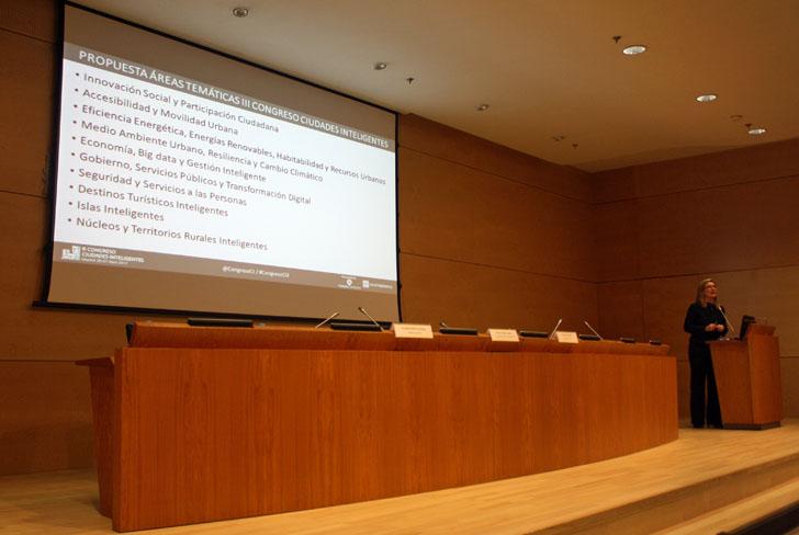Inés Leal, directora del III Congreso Ciudades Inteligentes, durante la presentación