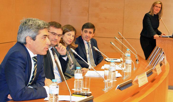 Participantes en la Mesa Redonda de la Jornada de Presentación del III Congreso Ciudades Inteligentes