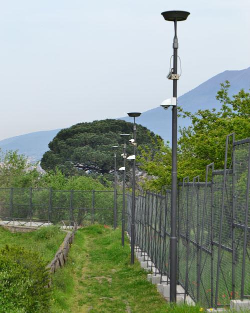 Tecnología de videovigilancia para el legado arqueológico de Pompeya. Cámara situada a gran altura en el exterior
