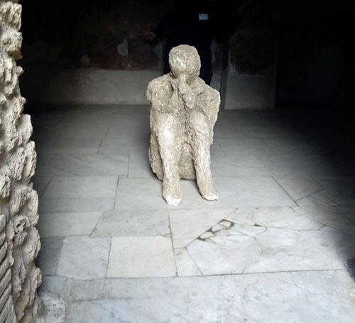 Tecnología de videovigilancia para el legado arqueológico de Pompeya. Figura humana convertida en piedra fruto de la erupción hace 2000 años