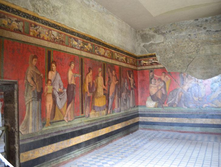 Tecnología de videovigilancia para el legado arqueológico de Pompeya. Interior de una de las viviendas con ricas pinturas