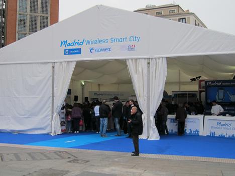 Carpa para la celebración del Día de Internet ubicada en la Plaza de Callao.