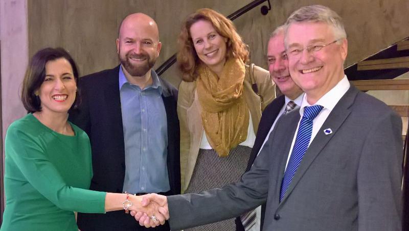 'Synchronicity' va a estandarizar las soluciones de Smart City con la participación de Santander, cuya alcaldesa acudió a Bruselas junto a otros socios del proyecto.