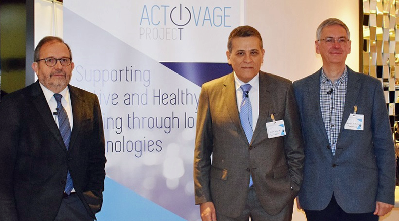 Los responsables de Activaje sobre envejecimiento e IoT durante la presentación en Madrid.