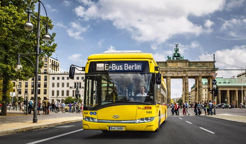 Autobús eléctrico de carga por inducción Primove circula por Berlín.
