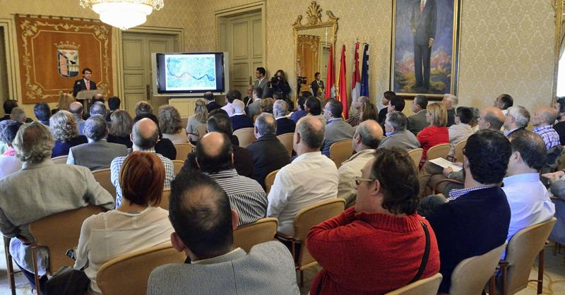 El alcalde de Salamanca informó a asociaciones, empresas y entidades sobre la próxima convocatoria de propuestas de desarrollo urbano sostenible para la Estrategia Tormes+.