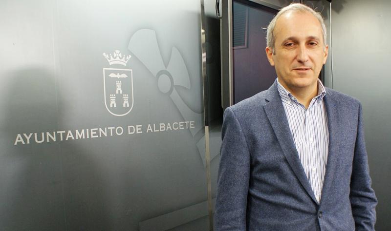 El concejal de Urbanismo de Albacete, Juan Francisco Jerez, presentó las medidas sobre ciudad inteligente y sostenible de la Estrategia DUSI albaceteña.