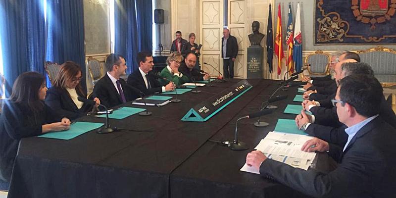 Comisión ejecutiva del programa smart city 'Alicante se mueve', cuyo portal web fue presentado por el alcalde de la ciudad y el director general de Red.es.