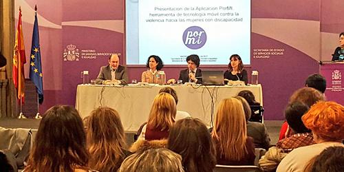 Presentación de la aplicación móvil accesible 'Pormi', enfocada a víctimas de violencia machista con discapacidad y creada por la Fundación CERMI Mujeres y la Fundación Vodafone.