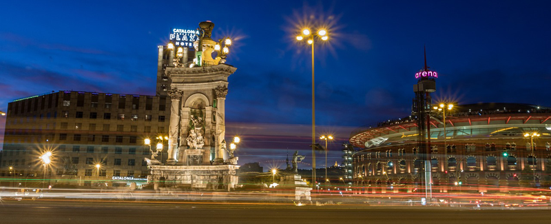 vista nocturna de PLaza de España de Barcelona.