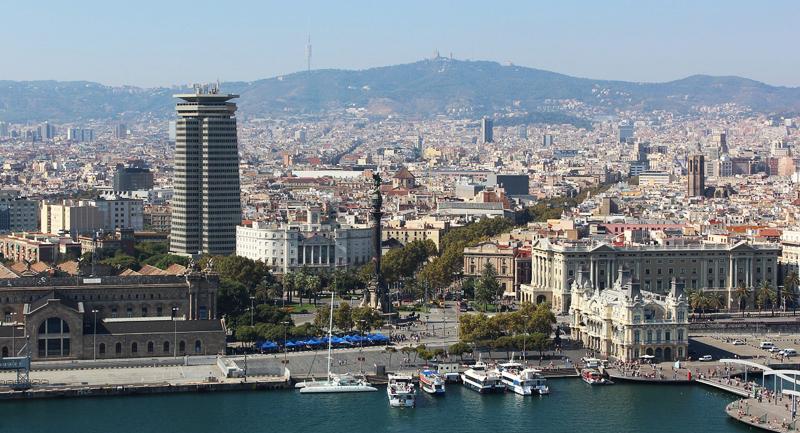 Vista aérea de la zona del Puerto de Barcelona, única ciudad española incluida entre las 22 ciudades del mundo que llevan a cabo mejores prácticas smart city.