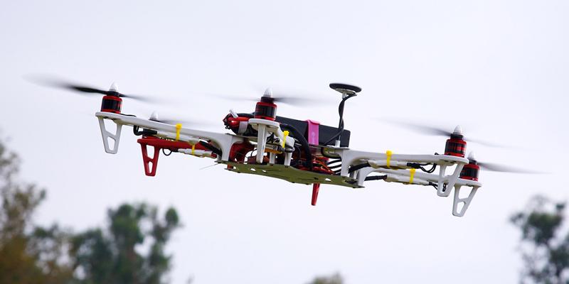 Las personas con discapacidad podrán acceder a la licencia para pilotar drones.