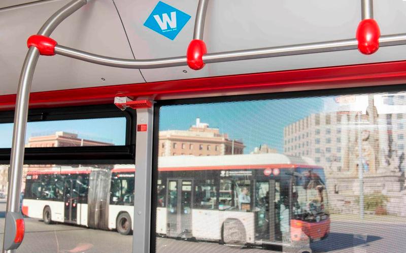En marzo terminará de instalarse el servicio de wifi gratis en todos los autobuses urbanos de Barcelona.
