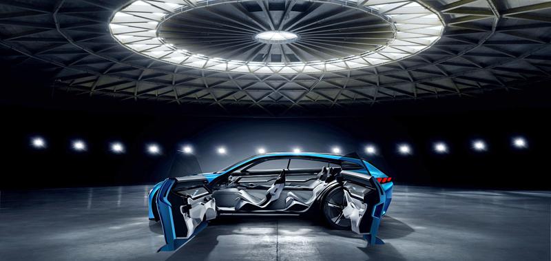 'Peugeot Instinct Concept' es el prototipo de coche eléctrico, conectado y autónomo presentado por la casa francesa en el MWC.