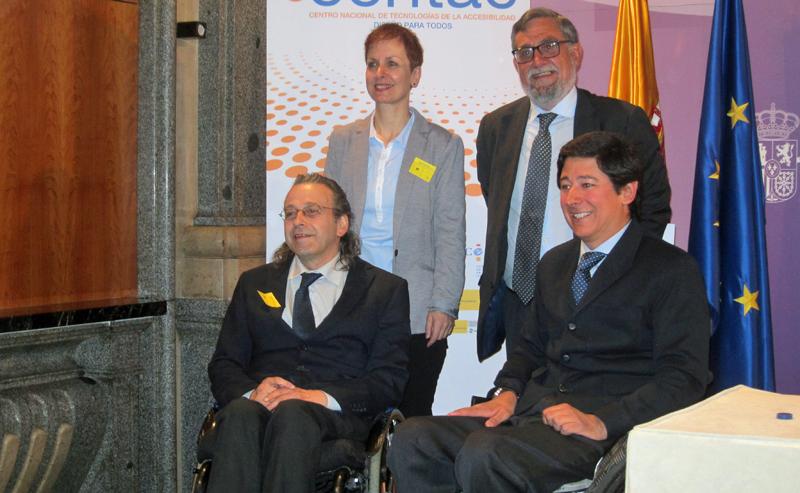 Rosa Mª Tejerina, autora del informe, junto a Jorge Pérez, director del ONTSI de Red.es; Juan Carlos Ramiro, director general de CENTAC) (izda.) y Borja Fanjul, director general de Políticas de Apoyo a la Discapacidad (drcha.).