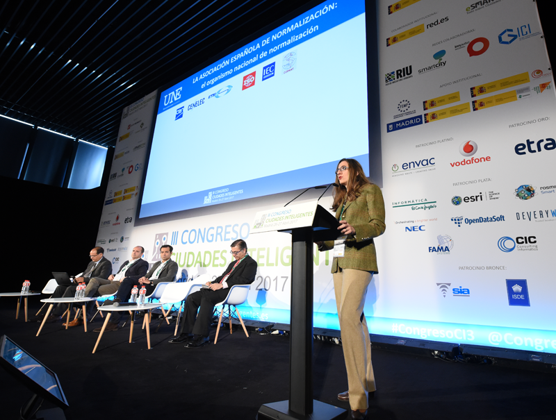 Tania Marcos, Secretaria CTN 178 'Ciudades Inteligentes' expuso una comunicación sobre el modelo de ciudad inteligente de España.