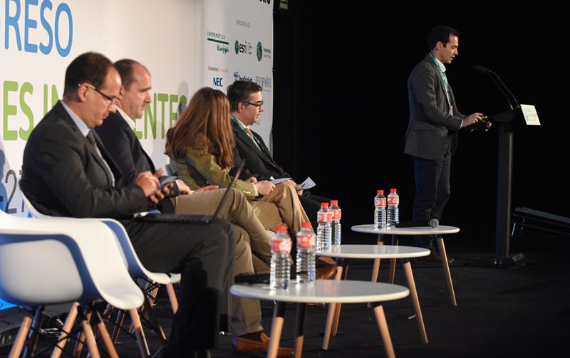 Pablo Macías, de Khora Consulting, durante su ponencia sobre la planificación inteligente de las ciudades a partir de las EDUSI.
