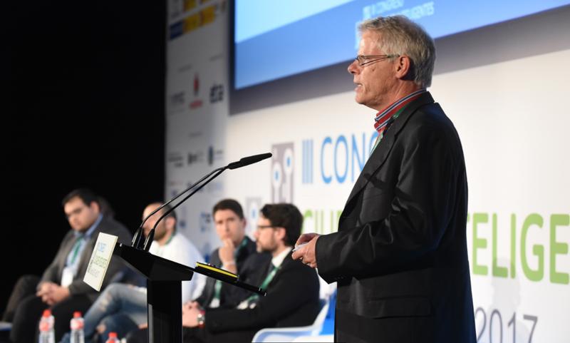 Michiel Zevenbergen, director de Geodan Next, durante su ponencia sobre la aplicación del juego Minecraft en proyectos de eficiencia energética.