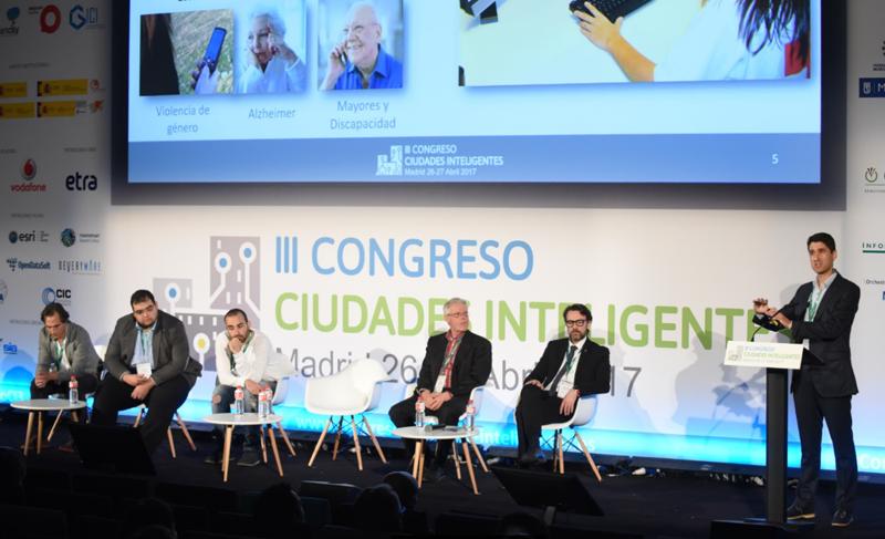 Julián Andújar, Gerente de la Fundación Tecnologías Sociales (TECSOS), explicó las aplicaciones TIC en el servicio de teleasistencia.