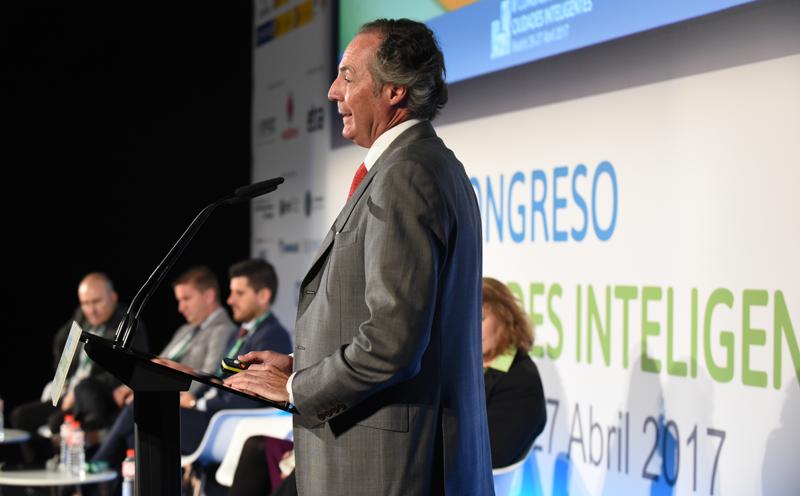Carlos Bernad, Presidente de Envac Iberia, durante su ponencia sobre el sistema inteligente de recogida de residuos implementado en Bergen (Noruega).