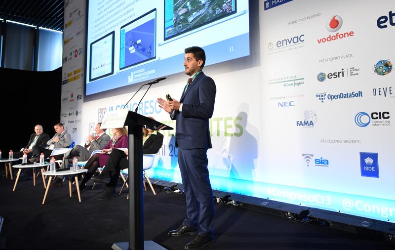 Marcos Díez, de CIC Consulting Informático, expuso el proyecto Smart Water Santander.