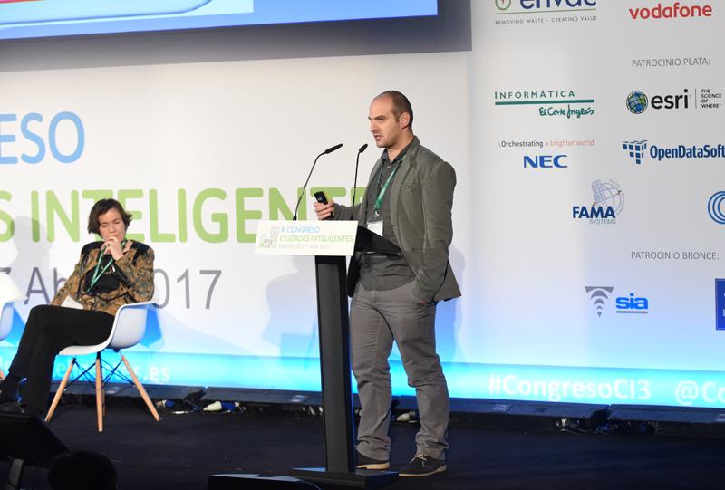 José Luis Hernández, investigador de la División de Energía de la Fundación CARTIF, habló sobre metodología de evaluación de ciudades inteligentes.