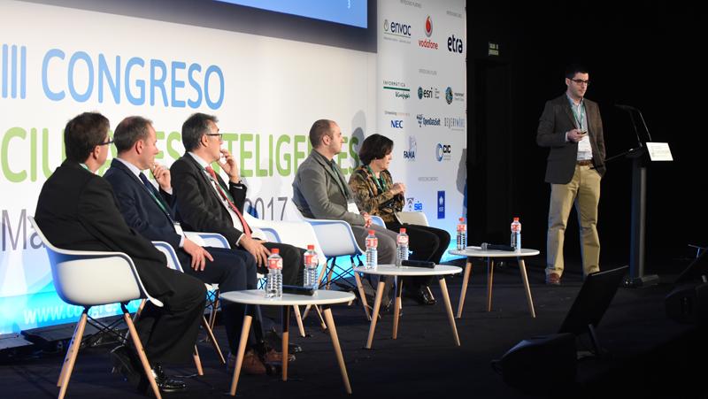 Alberto Donaire, del departamento de Innovación Ciudadana del Consorcio Fernando de los Ríos, habló sobre los telecentros en el desarrollo de los territorios rurales inteligentes.