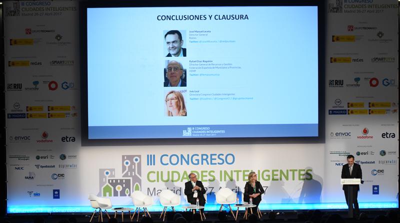 El acto de clausura del III Congreso Ciudades Inteligentes corrió a cargo de José Manuel Leceta, Director General de Red.es, Rafael Díaz-Regañón, Director general de Recursos y Gestión de la FEMP, e Inés Leal, directora del Congreso.