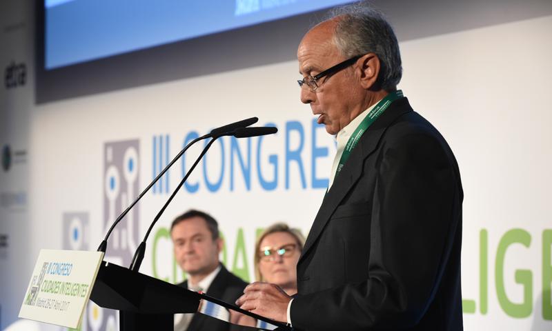 Rafael Díaz-Regañón, Director General de Recursos y Gestión de la FEMP, durante su intervención.