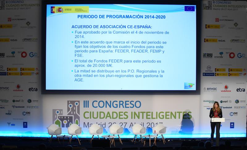 Lola Ortiz, Vocal Asesora de la Subdirección General de Cooperación Territorial Europea y Desarrollo Urbano del Ministerio de Hacienda, impartió la tercera conferencia magistral del Congreso.