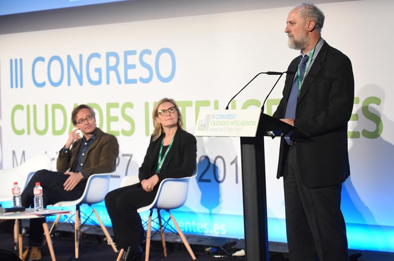 Luis Cueto durante su intervención en la inauguración del III Congreso Ciudades Inteligentes.