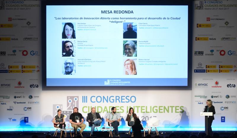 Inés Leal, directora del III Congreso Ciudades Inteligentes, moderó la mesa redonda Los laboratorios de Innovación Abierta como herramienta para el desarrollo de la Ciudad Inteligente.