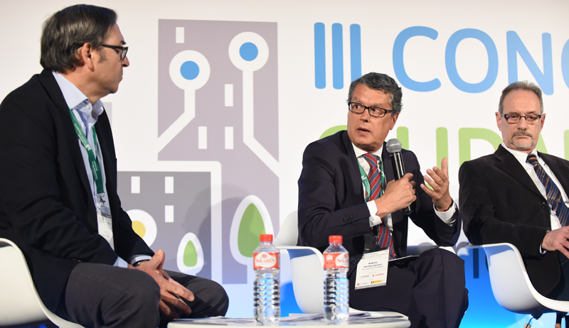 El Director General de Innovación y Promoción de la Ciudad del Ayuntamiento de Madrid, Roberto Sánchez, durante su intervención en la mesa redonda.