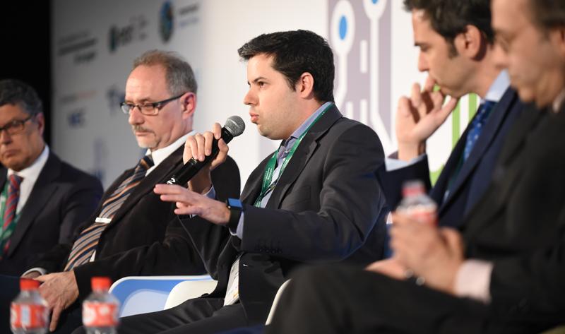 Enrique Morgades, del Grupo Interplataformas Ciudades Inteligentes (GICI), en su participación en la mesa redonda.