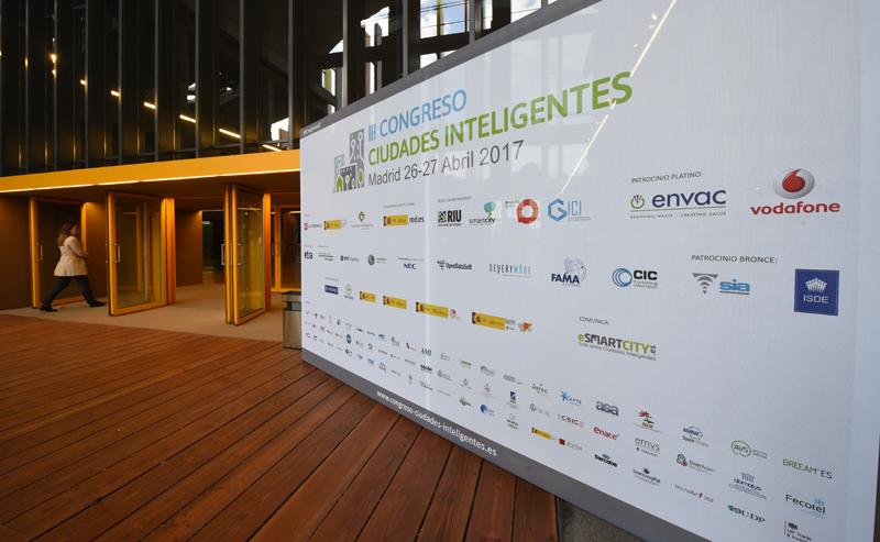 Cartel de entrada al III Congreso Ciudades Inteligentes en el espacio La N@ve.