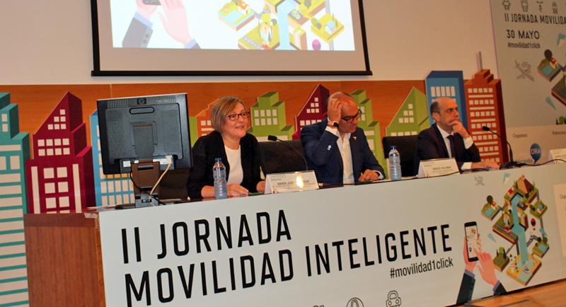María José Salvador, durante su intervención en la II Jornada Movilidad Inteligente, donde explicó que están desarrollando una pulsera con bluetooth para acceder al transporte público.