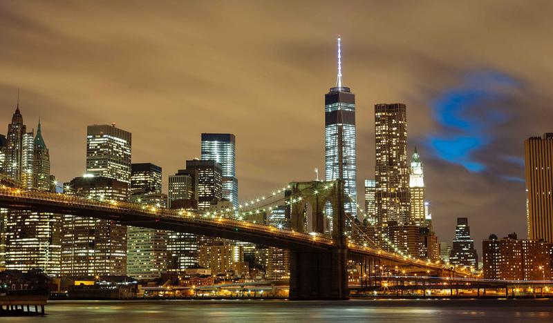 Nueva York consigue buenos resultados en cuanto a economía, tecnología, capital humano, gestión pública. Vista de Nueva York de noche.
