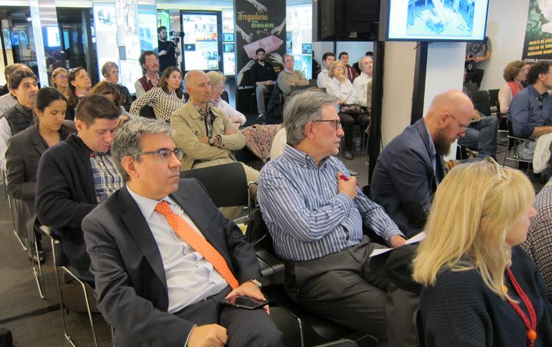 La mesa redonda Ciudades Inteligentes y Sostenibles fue seguida por un nutrido grupo de asistentes.